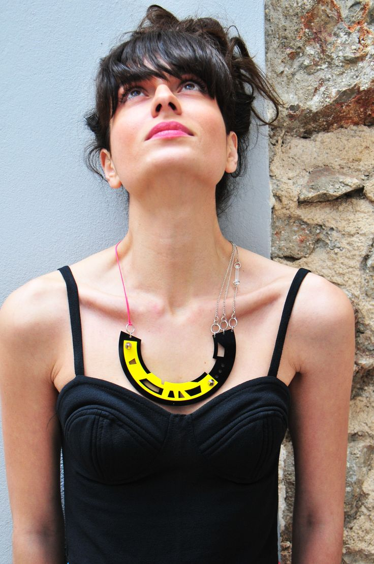 Model Asterw wears it with a simple black top!Color abstract necklace in black-yellow!