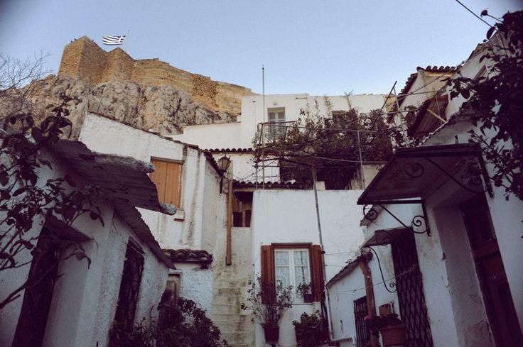 Το σπίτι του Τζιμ Μόρισον, οι τεχνίτες από την Ανάφη, ο μόνιμος κίνδυνος της κατεδάφισης και άλλες ιστορίες από την «πολιτεία της Ακρόπολης.»