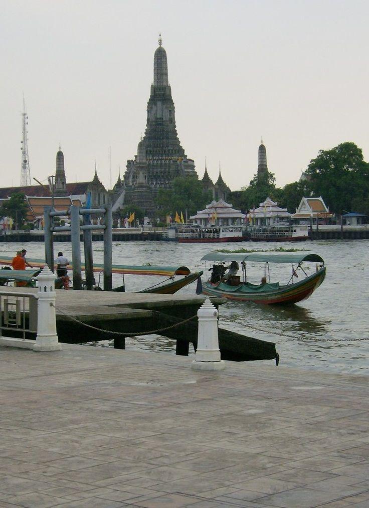Sabia que o nome de Banguecoque é apenas utilizado por estrangeiros? http://www.viajarpelahistoria.com/banguecoque-cidade-anjos-tailandia/ #viajarpelahistoria