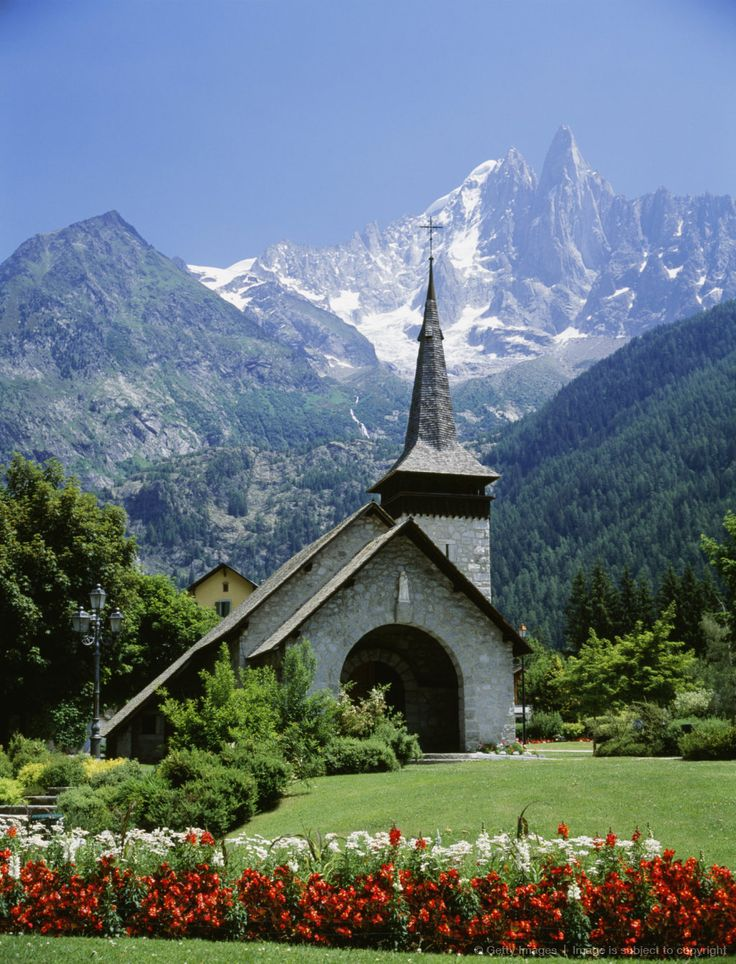 La Chapelle des Praz in Chamonix, Alps, France  Stone & Living - Immobilier de prestige - Résidentiel & Investissement // Stone & Living - Prestige estate agency - Residential & Investment www.stoneandliving.com