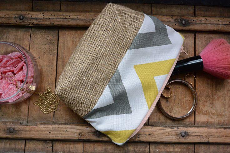 Trousse de toilette toile de jute pailletée et coton motifs géométriques : Trousses par les-petites-sauvages