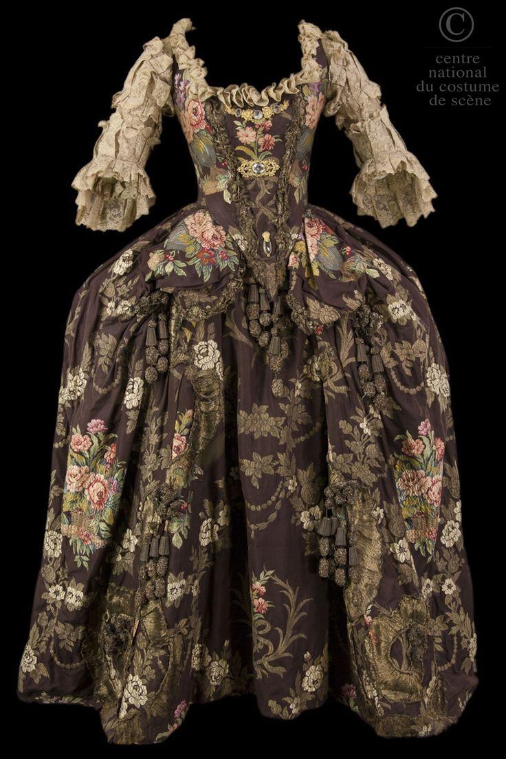 La Reine Marie Leszczynska : une pièce de théâtre avec costumes | CNCS