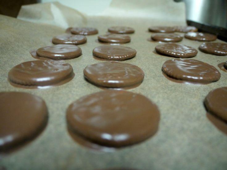 Copycat Recipe: Homemade Thin Mints  - 2 ingredients