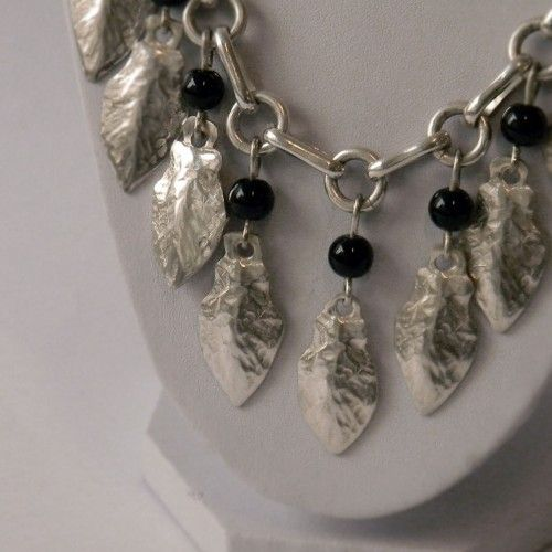 Collar de Plata Tienda:Mestiza Modelo: Lágrimas Precio: $46.391  Ver aquí: http://bit.ly/1HcwbVh
