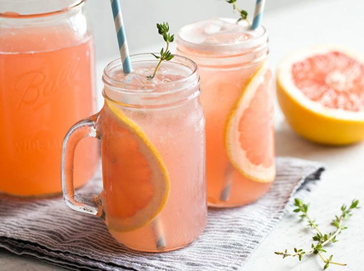Grapefruit-Rhabarber-Cocktail mit Thymian