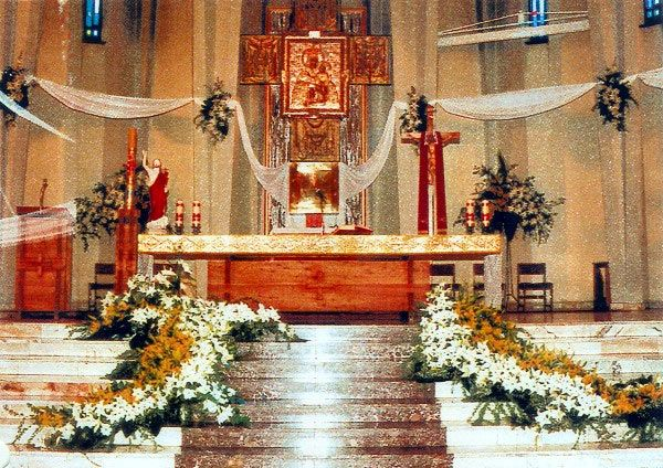 Ubranie kościoła na ślub, pogrzeb, komunię i inne święta