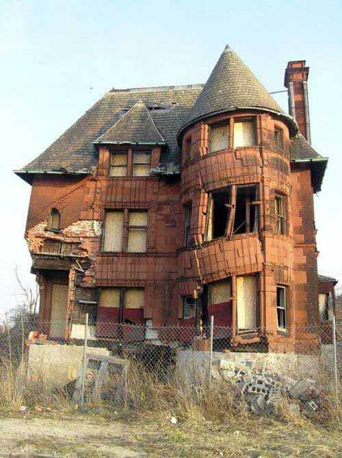 If walls could talk - William Livingston House built in 1893 in the once elegant Brush Park neighborhood Detroit, Michigan