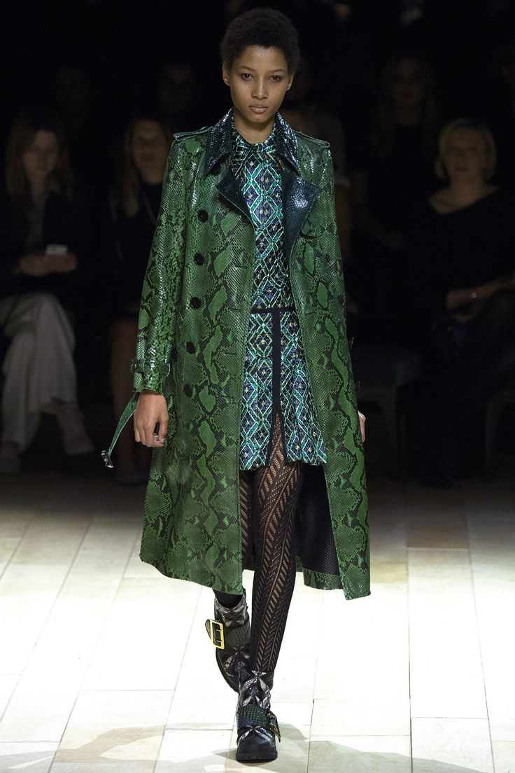 Burberry Fall 2016 Ready-to-Wear Fashion Show
