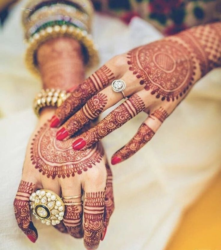 Currently obsessing over this #mehndi design  • Photo: @poojajosephphotography