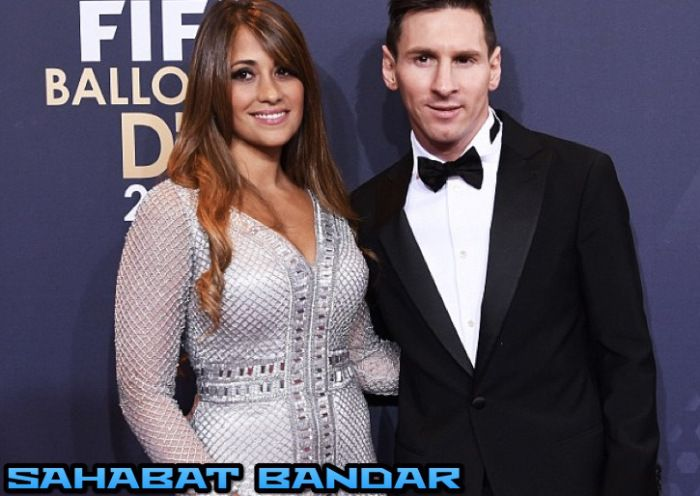 Sahabat Bandar - Untuk kelima kalinya La Pulga atau Lionel Messi menyabet Ballon d'Or. Persepakbola asal Argentina ini jadi Pemain Terbaik Dunia usai mengungguli Cristiano Ronaldo dan rekan setimnn...