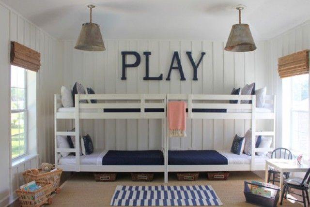 El recurso de poner literas en la habitación de los niños suele ser una forma original de despejar el dormitorio sin renunciar a tener varias camas.