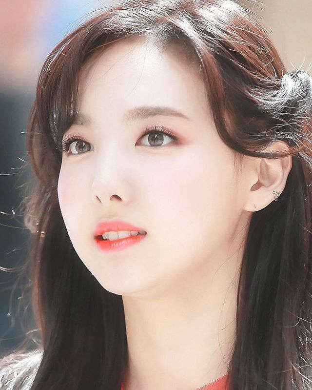 Describe #Nayeon with one word! #kpop #twice