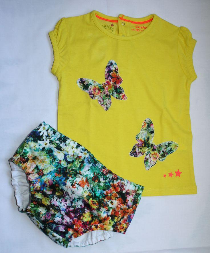 Camiseta con aplicación de tela de flores; mariposas. Ranita en tela de flores, forrada en algodón blanco.