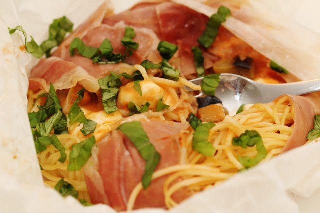 Två små kök: Parmapaket med pasta, aubergine, mozzarella, tomatsås och parmesan