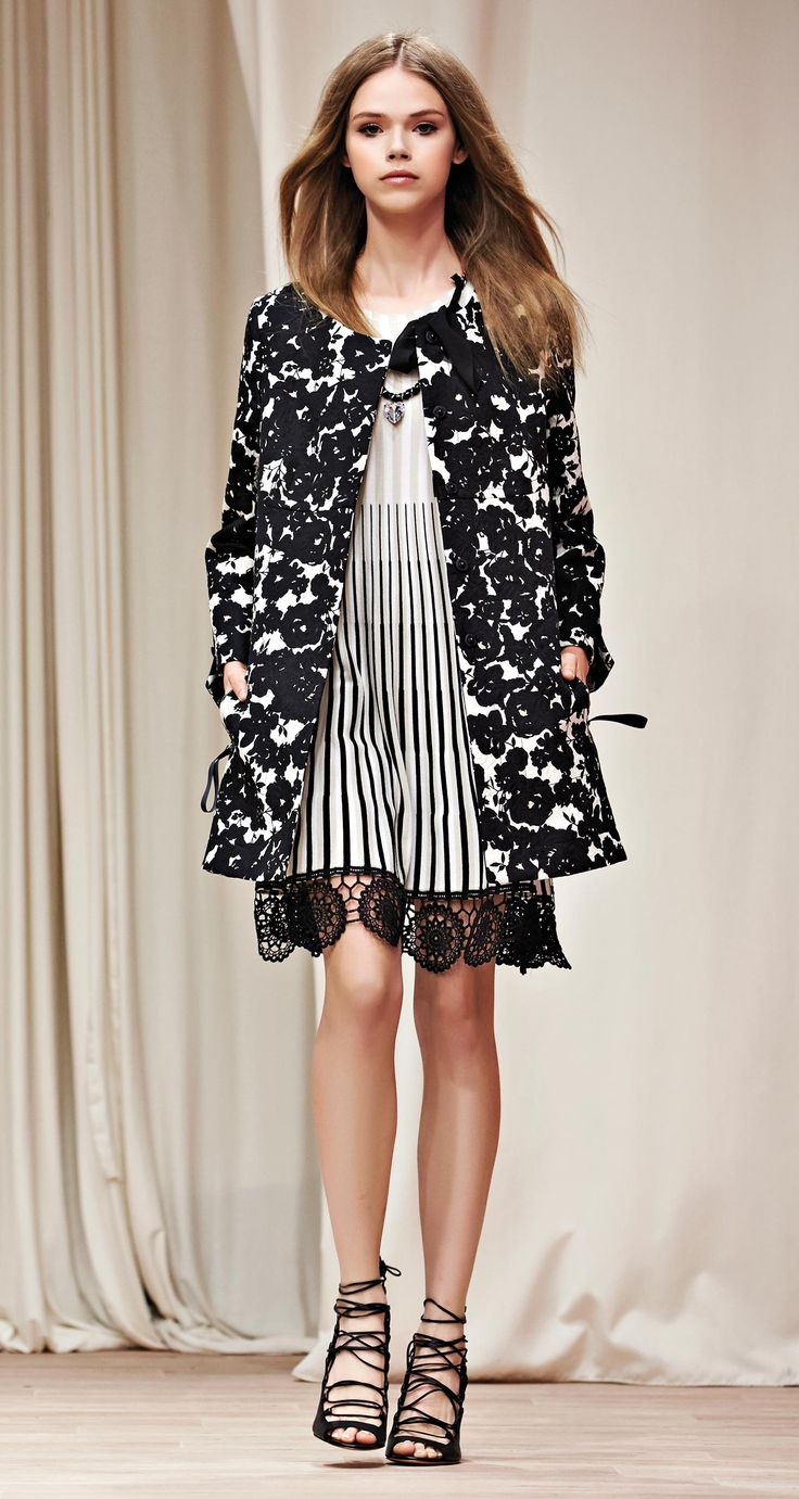 TWIN-SET Simona Barbieri, 2016 Summer collection: jacquard duster coat with floral print, jacquard flared dress, chain necklace and open toe calf leather court shoes with gladiator straps.