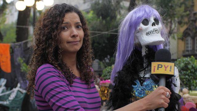 Día de los muertos är en viktig dag i Mexiko, då man hedrar döda släktingar och vänner. Tika Lahne besöker en kyrkogård där mexikanska familjer lämnar gåvor och spelar den avlidnes favoritmusik. Vi träffar både unga och gamla som berättar hur de ser på döden.