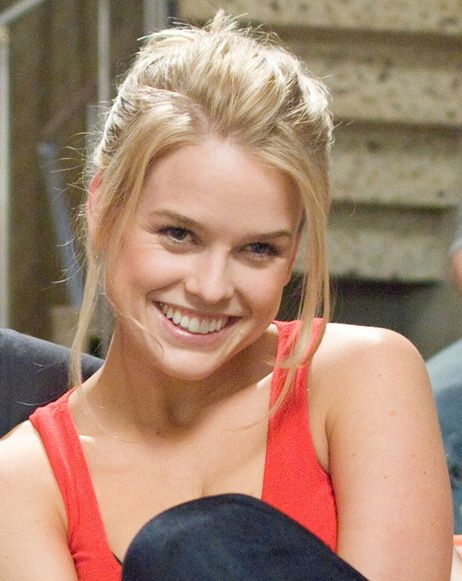 Alice Eve is one of the most good looking people on the planet. She even has personality. I love her and her two tone eyes! :)