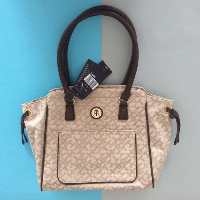 Tommy Hilfiger 6922312235 - 236₺ Koyu Krem tonlarında elde taşınabilir klipsli Satchel çanta. Kumaştır, Normal boyuttadır. Sipariş için Arayabilir, SMS veya E-Posta yollayabilirsiniz.