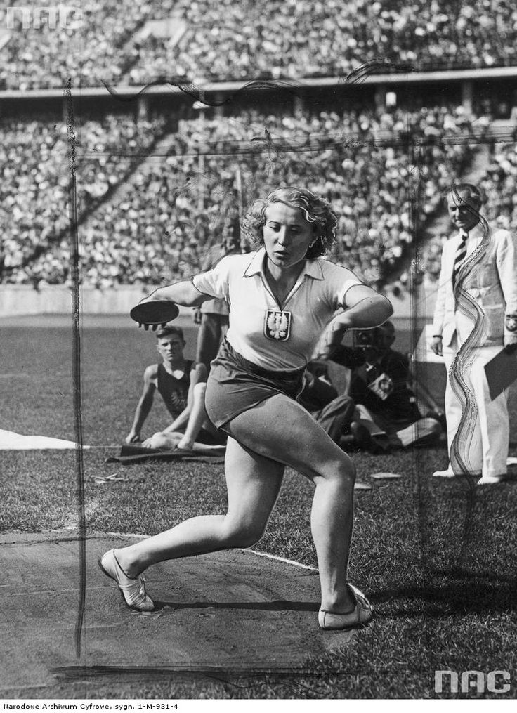 Polish discus thrower Jadwiga Wajs (1937)