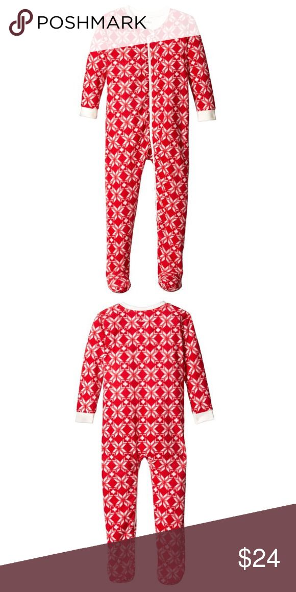 Hatley Girls Fleece Footie Pajamas NWT in bag! Fleece pj's from Hatley with grippers on bottom of feet to prevent slipping. Red with snowflake-like design. Hatley Pajamas