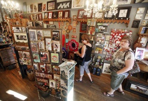The Arizona Daily Star explores Tucson's funky Fourth Avenue shopping and entretainment district.