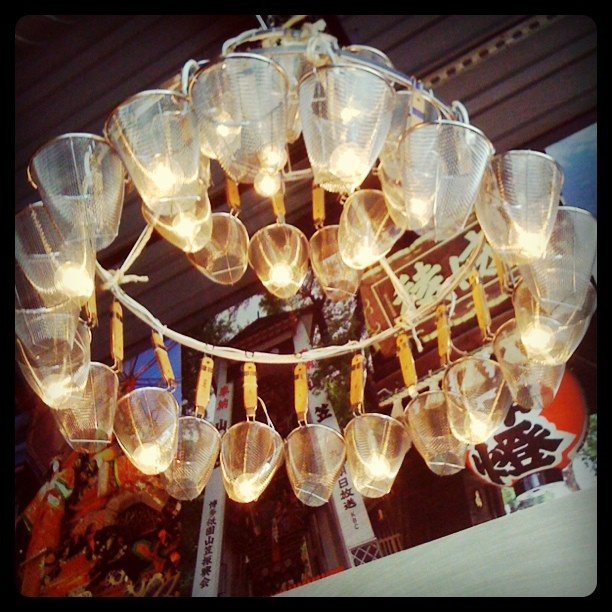 Noodle strainers make a cool chandelier!
