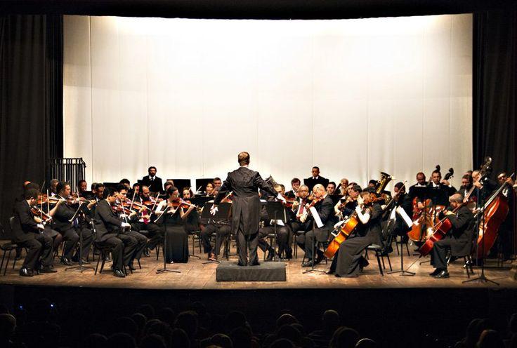"""Com regência do Maestro Linus Lerner, a Orquestra Sinfônica do Rio Grande do Norte realiza concerto de música popular dia 31, a partir das 20h, no Teatro Alberto Maranhão. Homenageando e resgatando a obra de Tonheca Dantas, o repertório do concerto traz a valsa 'Royal Cinema', 'O Melhor do Xotis', de Luiz Gonzaga, 'Cantiga', de...<br /><a class=""""more-link"""" href=""""https://catracalivre.com.br/natal/agenda/gratis/orquestra-sinfonica-do-rn-homenageia-tonheca-dantas-em-co/"""">Continue lendo »</a>"""