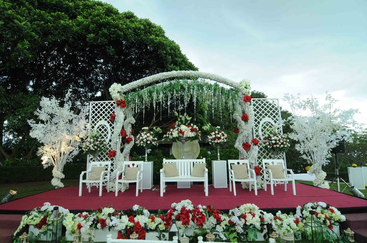 Love the design of my outdoor stage decoration