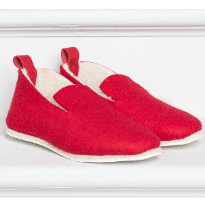 Red Wool Felt Slippers with Sheepskin Lining: La Charentaise slippers are made in the Charente region ofFrance and were created in the17th Century. They have since had some small adjustments madeto make them more suitable to modern day living. The rubber sole means they can be worn outside and the removable inner sole can be taken outfor hand washing. They are alsoknown as Tcha slippers. These have a sheepskin lining in making them even more warm.   Note: Sizing comes up small so we…