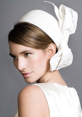 Rachel Trevor Morgan - R0975 - White Jackie O pillbox with side bow