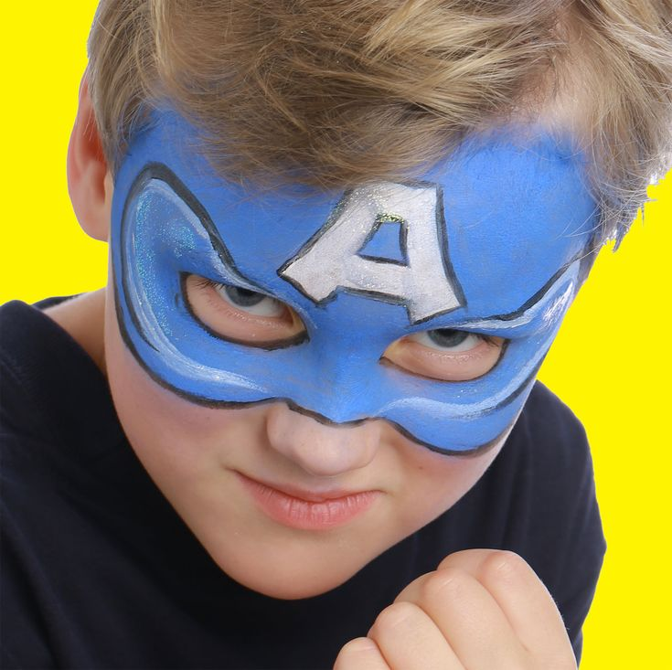 """Pour réaliser ce maquillage """"Captain America"""", il vous faudra :     Éponge     Pinceaux fin et moyen     Fards de maquillage sans paraben :Bleu vif, Blanc et Noir"""