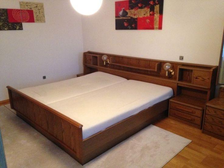 Verkaufe komplettes Schlafzimmer in sehr gutem Zustand! (nicht benutztes Gästezimmer)Beinhaltet Schrank (3 Kleiderstangen, 6 Einlegeböden), Spiegelkommode, Bett mit Beleuchtung (ohne Matratze, Lattenrost