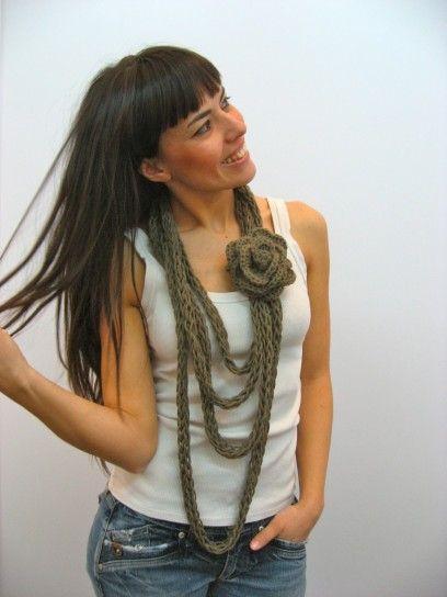 Collana di lana lunga per l'inverno