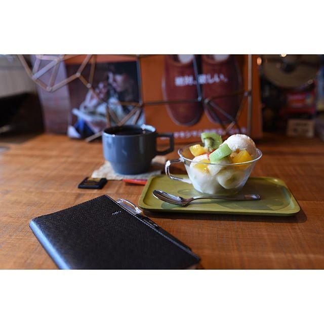 仕事もプライベートも、有難い事に予定が沢山な10月。息抜きにOVER COFFEEさんへ\( •̀ω•́ )/ 私は残念ながら参加出来ませんが、10月10日(月)にはインストアイベント【珈琲と親父】が開催されます!要チェックです✧٩(ˊωˋ*)و✧  #overcoffee #オーバーコーヒー#津島市 #津島#coffee #cafe#カフェ部 #愛知カフェ部#グアテマラ #singleorigin #HASAMI#カフェ好きな人と繋がりたい  #珈琲と親父 #インストアイベント #ノルティ #NOLTY #能率手帳 #D750 #Nikon #ニコン倶楽部 #NikonD750 #SIGMA #sigma35mm #sigma35mmart  #単焦点レンズ #カメラ男子 #ファインダー越しのわたしの世界 #写真好きな人と繋がりたい #カメラ好きな人と繋がりたい