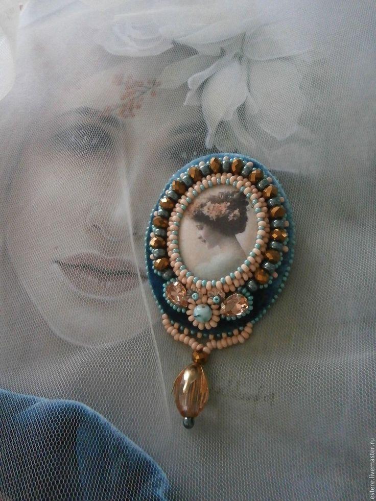Купить Брошь в винтажном стиле ПРЕЛЕСТНЫЙ ЦВЕТОК - Вышивка бисером, ретро, бирюзовый, подарок девушке