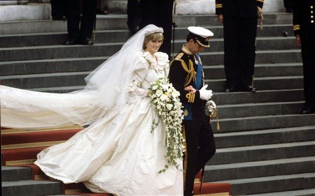 Diana Spencer's cascading bouquet for her marriage to the Prince of Wales was    said to weigh over two kilos. Her bridesmaids wore thick flower headresses,    and St Paul's Cathedral was awash with blooms. The wedding kickstarted a    trend for more dramatic, romaticised flower arrangements which continued    throughout the 1990s.