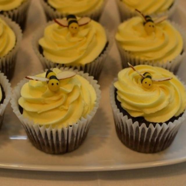 Sweet cupcake bees