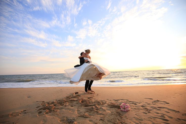 Trash the dress à la plage - photographe mariage cholet - maine et loire - Emilie.B #Trashthedress #mer #plage
