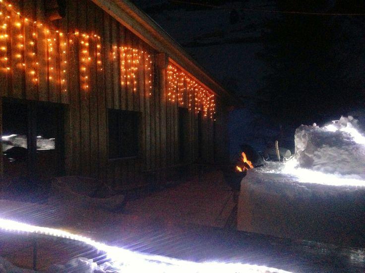 #Schneebar hinter dem Basecamp in #Andermatt. 2 Webergrills für #apres #ski #BBQ.number 1 #hostel in #Andermatt direkt neben der #Piste. Die #Talanfahrt von Nätschen liegt direkt neben der #Hütte. Eine #Unterkunft für skifahrer mit wirklichen #ski-in-ski-out location. Der nächste #sessellift von #Nätschen ist 100m unterhalb der #lodge Welcome to the #freeride #lodge and #hostel in #andermatt, #swiss #Alps  www.basecamp-andermatt.com