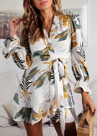 39760e24b Compre Vestido Envelope Transpassado Curto Estampado com Babado - 2 cores |  UFashionShop