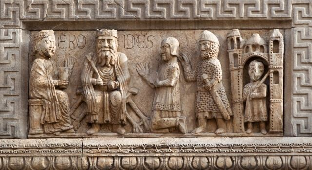 Relief of the Three Magi before King Herod on the left tower of the west front, by Benedetto Antelami or his school, late 12th century. Fidenza Cathedral, Emilia-Romagna, Italy.