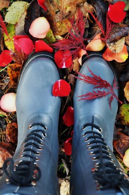 Swedish feet. I mean boots.: Fall Ya Ll, Fall Yall, Blue Boots, Happy Fall