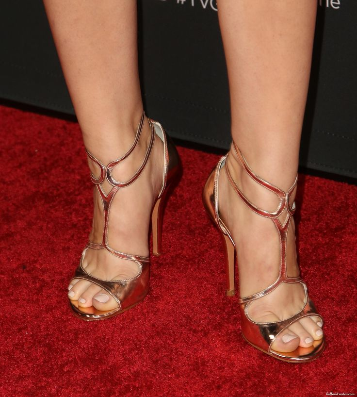 Holland Roden's Feet << wikiFeet