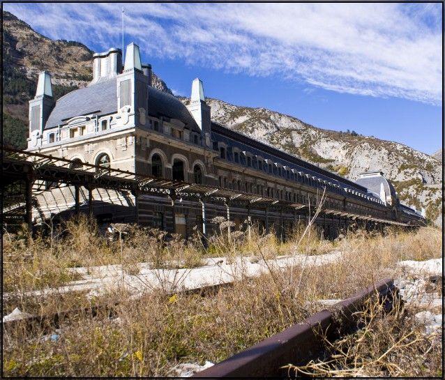 Stazione di Canfranc - Luoghi Fantasma