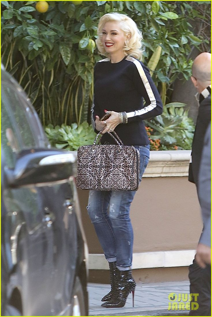 Gwen Stefani Gets Ready to 'Shine' at a Business Meeting | gwen stefani out about all smiles 02 - Photo