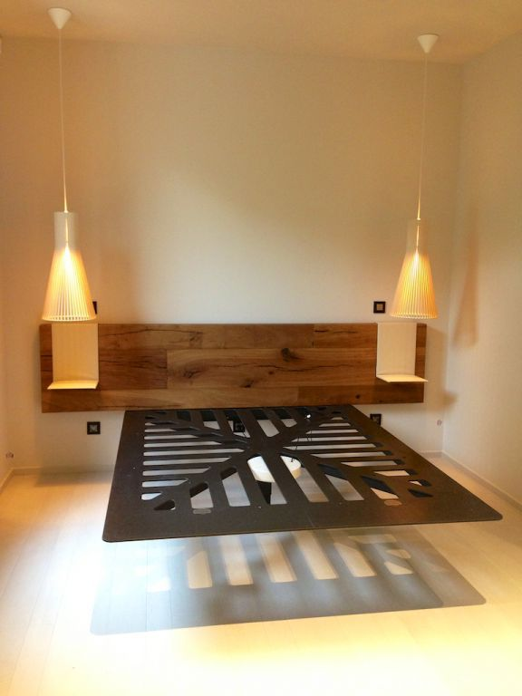 notre lit suspendu s te maison contemporaine en bois. Black Bedroom Furniture Sets. Home Design Ideas
