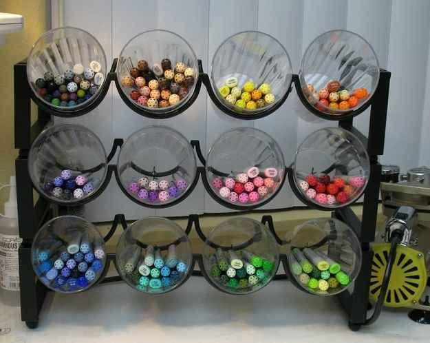 Organizador de canetas com suporte de vinhos | 50 objetos que você mesmo pode fazer para organizar toda a sua vida