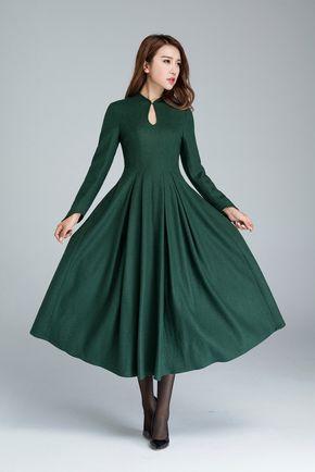groene wollen jurk, elegante jurk, prom jurk, partij jurk, maxi jurk, retro jurk, mandarin collar jurk, dames jurken, ingerichte taille 1621 door xiaolizi op Etsy https://www.etsy.com/nl/listing/465261806/groene-wollen-jurk-elegante-jurk-prom