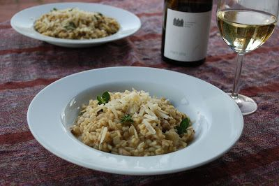 Mushroom risotto Houbové risotto s vínem z Krásné hory ~ Ze zahrady do kuchyně http://zezahradydokuchyne.blogspot.cz/2013/09/houbove-risotto-s-vinem-z-krasne-hory.html