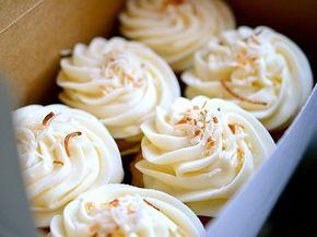 Ricette di Dolci e Torte: Cupcakes alla Banana con Cuore di Nutella e Panna